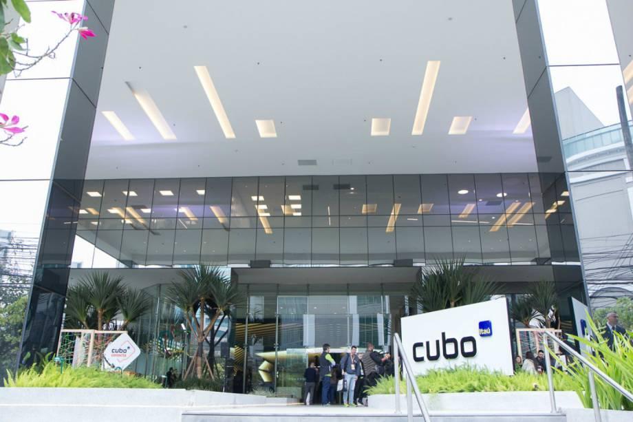 Frente do Cubo Itaú