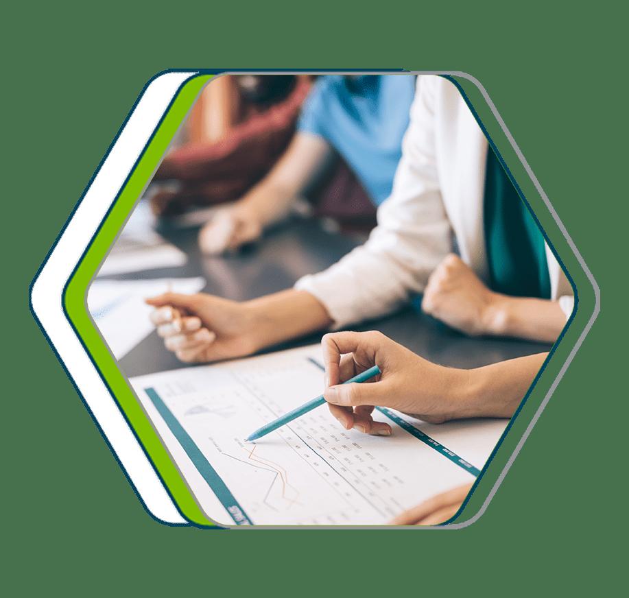 Equipe centralizando os processos e reduzindo tempo para gerar analises